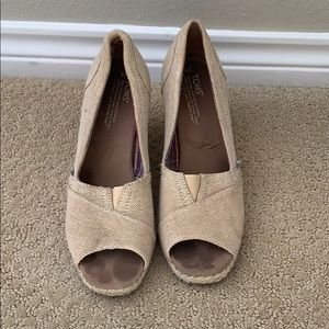 TOMS tan cork wedges / heel